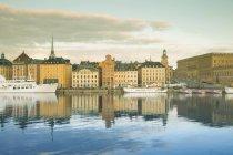 Швеція, Стокгольм, переглядати на Гамла Стан Старе місто проти води — стокове фото