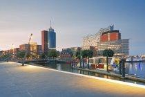 Germany, Hamburg, Elbphilharmonie at dusk — Stock Photo