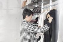 Woman shopping for clothes — Stock Photo