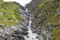 Autriche, vue panoramique de Tyrol oriental, Parc National de Hohe Tauern, chute d'eau — Photo de stock