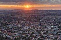 Germania, vista aerea della città di Halberstadt al tramonto — Foto stock