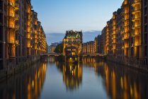 Germany, Hamburg, Wandrahmsfleet in the historic warehouse district  in the evening — Stock Photo