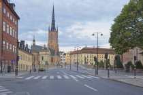 Suécia, Estocolmo, vista sobre a igreja Riddarholms durante o dia — Fotografia de Stock