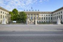 Germania, Berlino, Università Humboldt durante il giorno — Foto stock