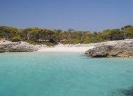 Spanien, Menorca, Ciutadella, Talaier Strand tagsüber — Stockfoto