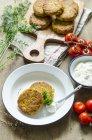 Quinoa-Krapfen mit herbed Quark — Stockfoto