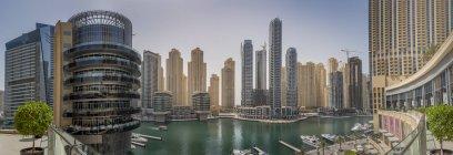 Dubai, Emirados Árabes Unidos, vista panorâmica de Dubai Marina durante o dia — Fotografia de Stock