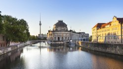 Germany, Berlin, Berlin-Mitte, Museumsinsel, Bodemuseum and Berlin TV Tower at dawn — Stock Photo