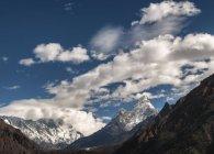 Непал, Гималаи, Соло-Кхумбу, Ама-Даблам, Облака над Эверестом — стоковое фото