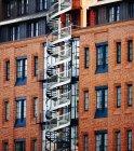 Германия, Гамбург, здание со спиральной лестницей — стоковое фото