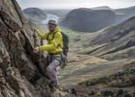 England, Cumbria, Lake District, Wasdale Valley, Napes Needle, climber — Stock Photo