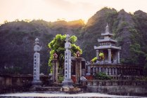 Vietnam, Ninh Binh, Buddhist temple  during daytime — Stock Photo