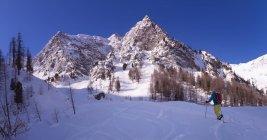 France, Hautes Alpes, Queyras Nature Park, Saint Veran, Tete de Longet, ski mountaineering — стоковое фото