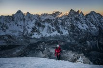 Nepal, Himalayas, Solo Khumbu, mountaineer at Ama Dablam at twilight — Stock Photo