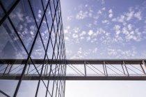 Германия, Берлин, небоскреб к зданию Мари-Людерс — стоковое фото
