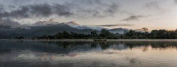 Nepal, Annapurna, Pokhara, Lago Phewa à noite — Fotografia de Stock