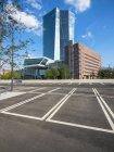 Deutschland, Frankfurt, Europäische Zentralbank und Parkplatz am Haupteingang — Stockfoto