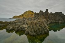 Rocciosa costa atlantica Portogallo, Madeira, — Foto stock