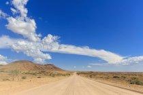 Намибия, гравийная дорога C35 приводит к Свакопмунд — стоковое фото