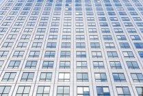 Blick von unten auf Wolkenkratzer bei Tag, London, Großbritannien — Stockfoto