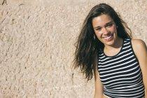 Ritratto di adolescente sorridente — Foto stock