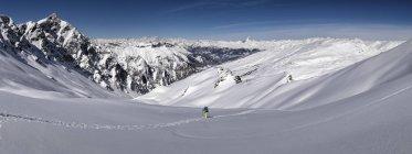 France, Hautes Alpes, Queyras Nature Park, Saint Veran, Tete de longet, ski mountaineering - foto de stock