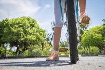 Messico, Nayarit, gambe di adolescente in bicicletta — Foto stock