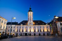 Austria, Lower Austria, St. Poelten, Townhall square and townhall in the evening — Stock Photo