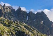 França, Mont Blanc, Lago Cheserys, picos de manhã — Fotografia de Stock