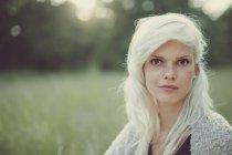 Portrait of a blonde girl in summer field — Stock Photo