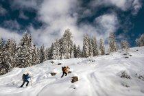 Zwei Skibergsteiger unterwegs zum Strimskogel tagsüber — Stockfoto