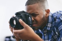 Man working with camera — Stock Photo