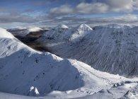 Buachaille Этайв Beag, Стоб Dubh, альпинизм Шотландии, Гленко, зимой — стоковое фото