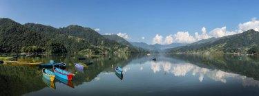 Nepal, Annapurna, Pokhara, Phewa Lake, panoramic view — Stock Photo