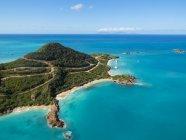 Вест-Індії, Антигуа і Барбуда, Антигуа, пташиного польоту, Yepton пляж — стокове фото