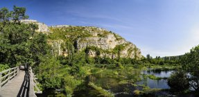 Croazia, Parco nazionale di Krka, Roski slap, fiume Krka e sentiero natura — Foto stock