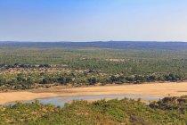 Zimbabwe, Masvingo, Parque Nacional de Gonarezhou, ve a Runde río de Chilojo Cliffs - foto de stock