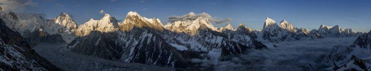 Nepal, Khumbu, región del Everest, Everest entre pico de Gokyo ri - foto de stock
