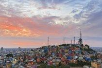 Південної Америки, Еквадор, провінції Guayas провінція, Гуаякіль, Las Penas, місто переглянути на заході сонця — стокове фото