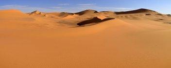 Africa, Argelia, Sahara, Parque Nacional de Tassili n ' Ajjer, región Tadrart, vista de dunas de arena de Tehak - foto de stock