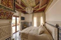 Marruecos, suite de hotel de Fez, Hotel Riad Fes, en el interior - foto de stock