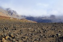 EUA, Havaí, Maui, Haleakala, nuvens na cratera vulcânica — Fotografia de Stock