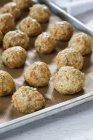 Batatas fritas de aveia não cozidas na assadeira — Fotografia de Stock