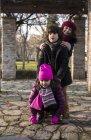 Трое детей в парке — стоковое фото