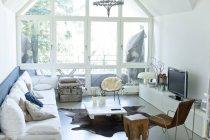 Интерьер пустой современной гостиной — стоковое фото