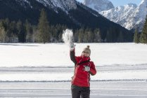 Austria, Tyrol, Pertisau, young woman throwing snowball — Stock Photo