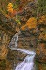 España, Parque Nacional de Ordesa, cascada del río Arazas - foto de stock