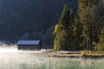 Deutschland, Bayern, Walchensee am Morgen am Obernachkanal — Stockfoto