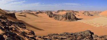 Africa, Algeria, Sahara, Tassili N'Ajjer National Park, Sandstone rocks and sand dunes at Ouan Zaouatan — Stock Photo