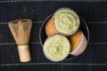 Кекси з matcha чай порошку і чай віночком — стокове фото